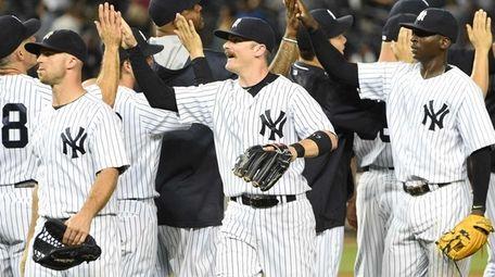 New York Yankees second baseman Brendan Ryan, center,