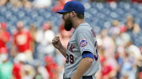 New York Mets relief pitcher Bobby Parnell walks