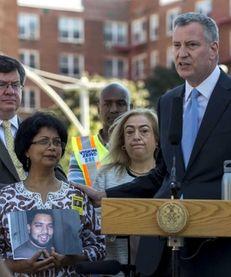 Mayor Bill de Blasio with Lizi Rahman, left,