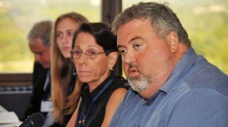 Jorge Gardyn, right, chairman of the Nassau Community