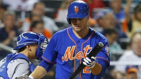 Lucas Duda of the New York Mets strikes