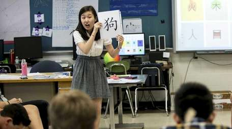 Flagship Teachers Assistant Sumeng Guo leads students at