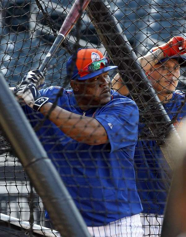 Mets' Juan Uribe is seen at batting practice