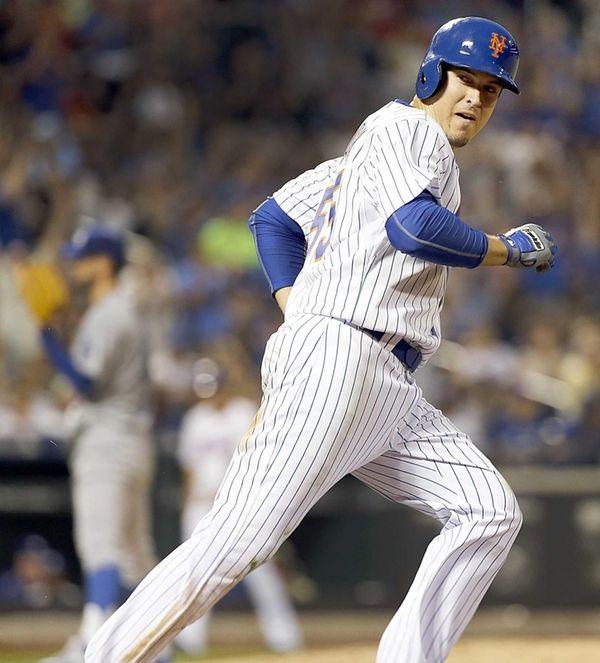 New York Mets second baseman Kelly Johnson looks