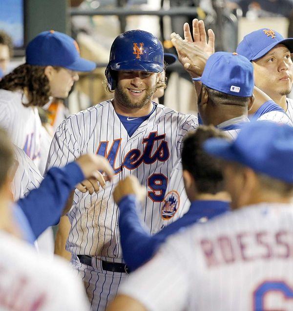 New York Mets centerfielder Kirk Nieuwenhuis celebrates in