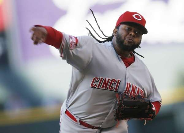Cincinnati Reds starting pitcher Johnny Cueto works against