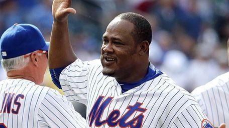 New York Mets third baseman Juan Uribe, No.