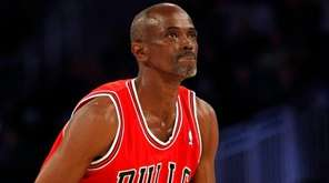 Former NBA All-Star Craig Hodges aims during the