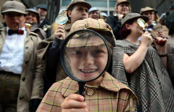 People dressed as Sherlock Holmes gather in central