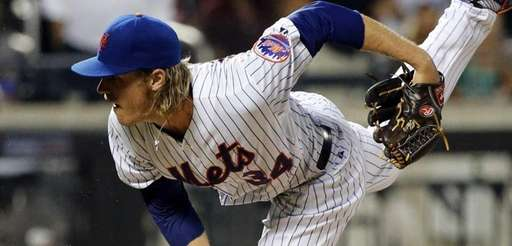 New York Mets starting pitcher Noah Syndergaard delvers