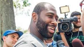 Jets cornerback Darrelle Revis reports for training camp