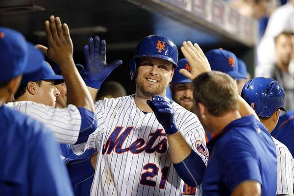 New York Mets first baseman Lucas Duda celebrates