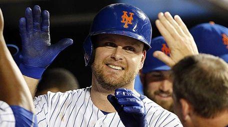New York Mets first baseman Lucas Duda celebrates