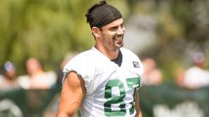 New York Jets wide receiver Eric Decker practices