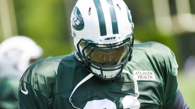 New York Jets defensive end Sheldon Richardson practices