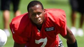New York Jets quarterback Geno Smith practices during