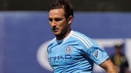 NYCFC midfielder Frank Lampard looks to pass in