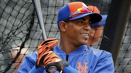 New York Mets leftfielder Yoenis Cespedes takes batting