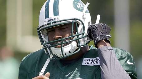 Jets cornerback Darrelle Revis prepares for practice drills