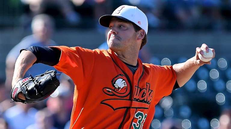 Long Island Ducks starting pitcher Rich Hill delivers