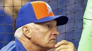 New York Mets manager Terry Collins watches batting