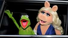 Kermit the Frog and Miss Piggy arrive at