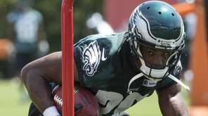 Philadelphia Eagles running back DeMarco Murray runs the