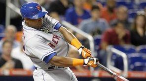 New York Mets centerfielder Yoenis Cespedes hits a