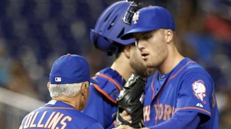 New York Mets pitcher Eric O'Flaherty, right, gives