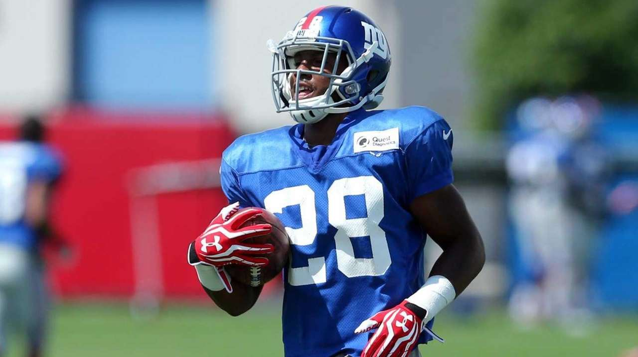 New York Giants cornerback Jayron Hosley runs back