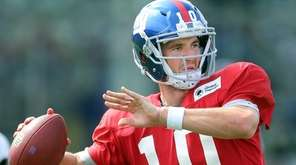 New York Giants quarterback Eli Manning #10 drops