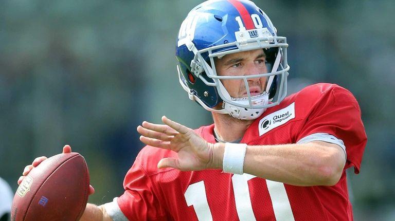 New York Giants quarterback Eli Manning #10 drops