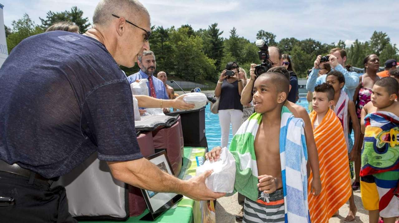 city u0027s breakfast and lunch program provides free summer meals to