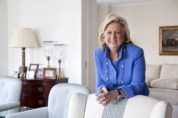 Linda Fairstein signs copies of