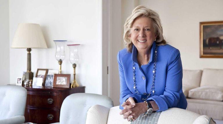 Linda Fairstein signs copies of