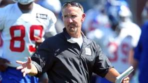 New York Giants defensive coordinator Steve Spagnuolo coaches