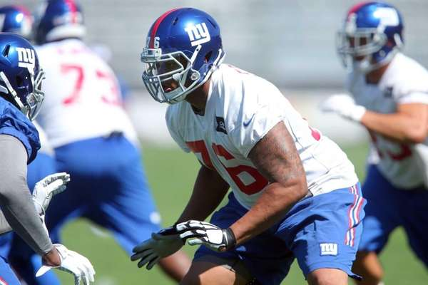 New York Giants tackle Ereck Flowers lines up