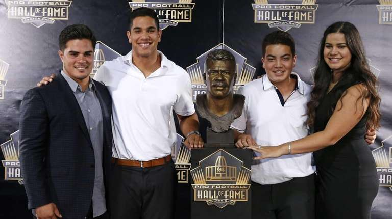 Children of former NFL player Junior Seau, from