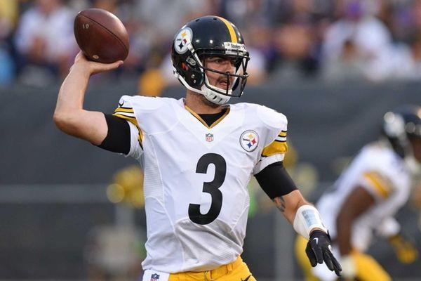 Pittsburgh Steelers quarterback Landry Jones (3) throws a