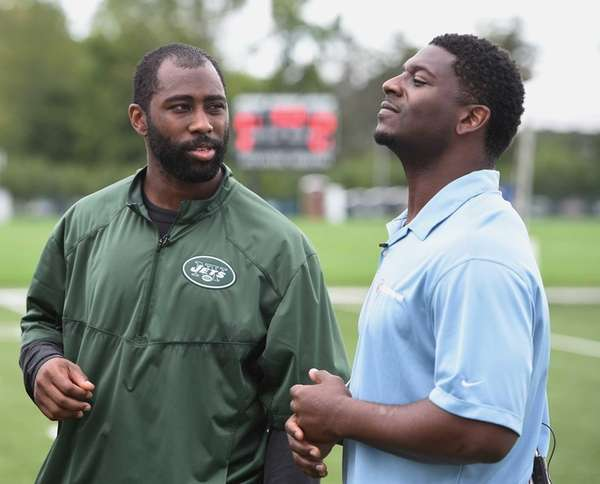 New York Jets cornerback Darrelle Revis, left, speaks