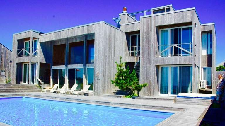 A Fire Island Pines house spanning two oceanfront