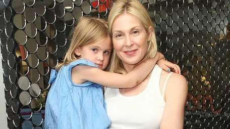 Actress Kelly Rutherford has been ordered by a