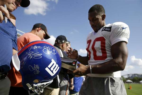 New York Giants wide receiver Victor Cruz, right,