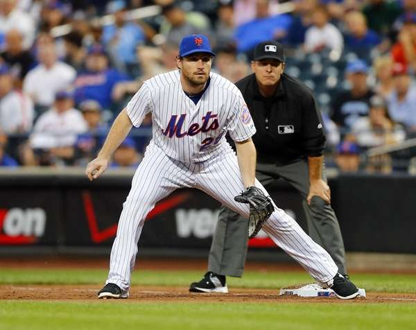 Daniel Murphy of the New York Mets defends