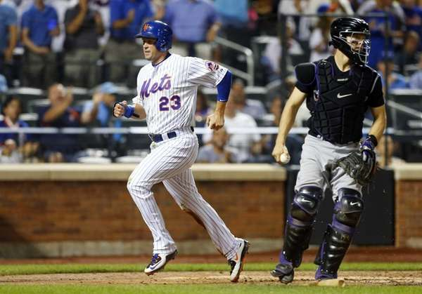 Michael Cuddyer of the New York Mets scores