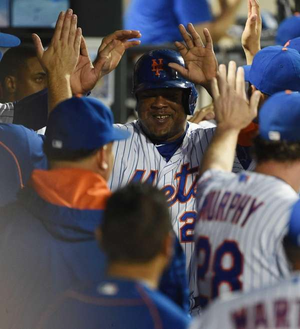 New York Mets third baseman Juan Uribe is