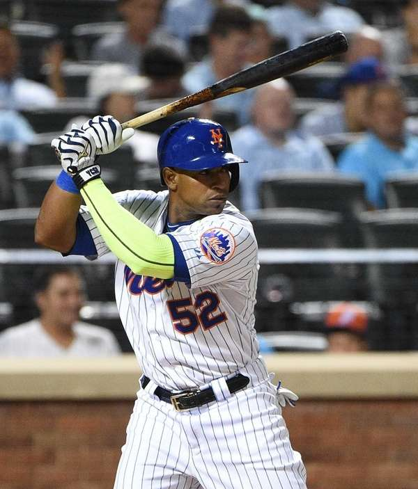 New York Mets leftfielder Yoenis Cespedes looks for
