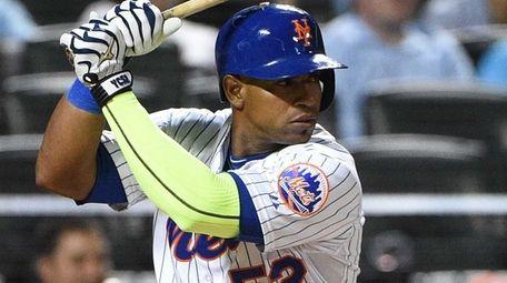 New York Mets leftfielder Yoenis Cespedes looks for