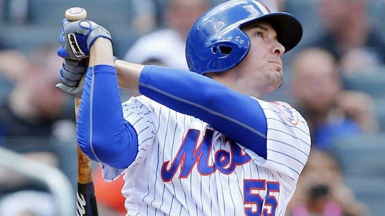 Kelly Johnson of the New York Mets follows