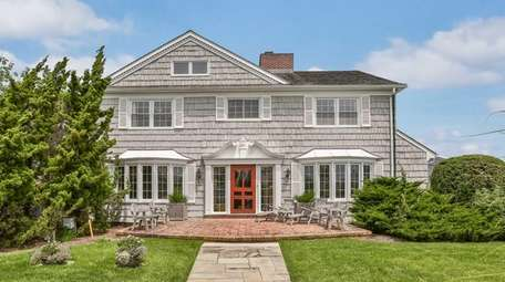 A Quogue home on the market for $5.25